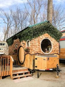 façade principale et mini terrasse - Hobbit-Tiny-House - Colorado, USA © Weecasa