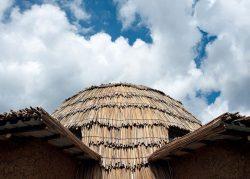 Dôme en papyrus - Gahinga Batwa Village par Studio FH Architects - Gahinga, Rwanda © Will Boase Photography