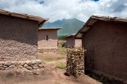 Latrine traditionnelle - Gahinga Batwa Village par Studio FH Architects - Gahinga, Rwanda © Will Boase Photography