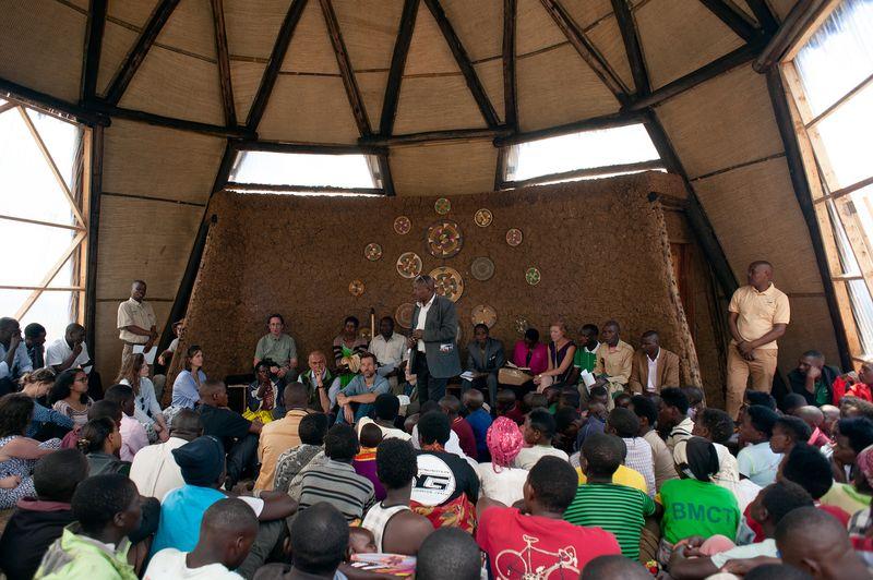 Mise au point réalisations dans le bâtiment principal - Gahinga Batwa Village par Studio FH Architects - Gahinga, Rwanda © Will Boase Photography