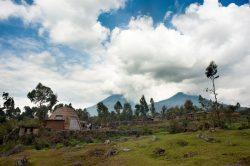 Site offert aux villageois - Gahinga Batwa Village par Studio FH Architects - Gahinga, Rwanda © Will Boase Photography