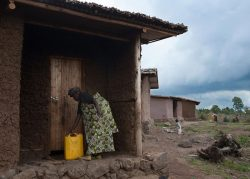 mur en terre battue - Gahinga Batwa Village par Studio FH Architects - Gahinga, Rwanda © Will Boase Photography