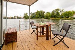Façade terrasse - Houseboat par Nautilus - Berlin, Allemagne © Nautilus