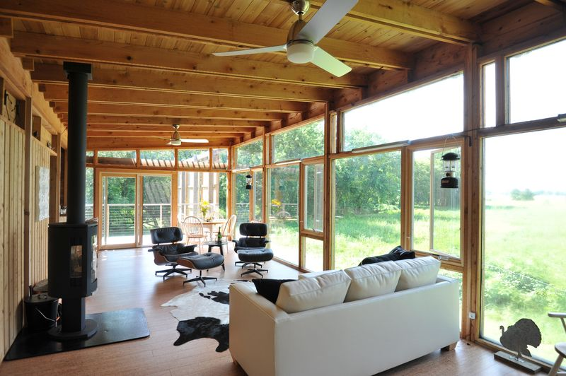 Façade vitrée salon - Glass-Cabin par atelierRISTING - Fairbank, USA © Steven
