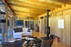 Salon et cheminée - Glass-Cabin par atelierRISTING - Fairbank, USA © Steven
