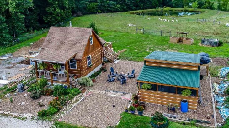 Une-Cabin-off-Grid par Doug-Stacy - Missouri, USA © livingbiginatinyhouse