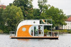 maison flottante sur l'eau - Houseboat par Nautilus - Berlin, Allemagne © Nautilus