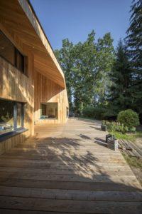 Grande terrasse bois - Casa-CWA par Beczack - Owczarnia, Pologne © Jan Karol Golebiewski