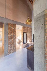 Intérieur en briques et béton - Casa-CWA par Beczack - Owczarnia, Pologne © Jan Karol Golebiewski