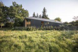 Site et clôture - Casa-CWA par Beczack - Owczarnia, Pologne © Jan Karol Golebiewski