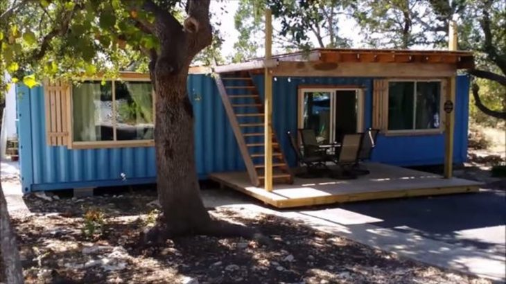 Une- Container Tiny House - Texas, USA © Danny Webber
