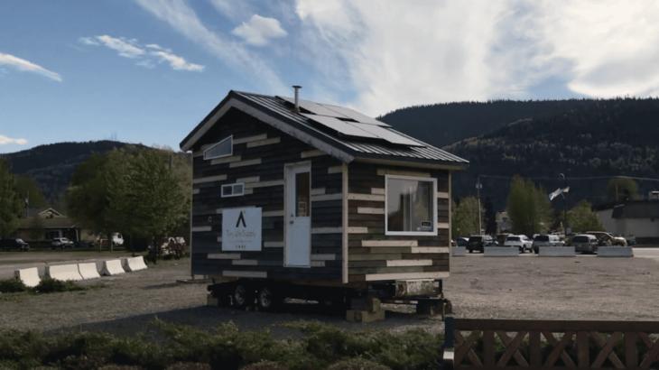 Une-La-Tiny-House-Blue -co-concue-entierement-autonome
