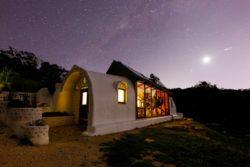 Façade principale nuit - earthship-home par Martin-Zoe - Adelaide, Australie