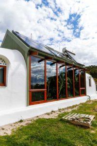 Façade vitrée - earthship-home par Martin-Zoe - Adelaide, Australie