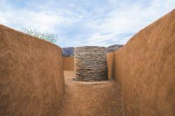 Allée entrée en terre - House 8 par TAC Taller - Mexique, Vallee de Guadalupe © Humberto Romero