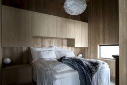Chambre principale - Hooded Cabin par Arkitektværelset - Norvege © Marte Garmann