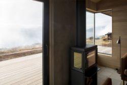 Cheminée - Hooded Cabin par Arkitektværelset - Norvege © Marte Garmann