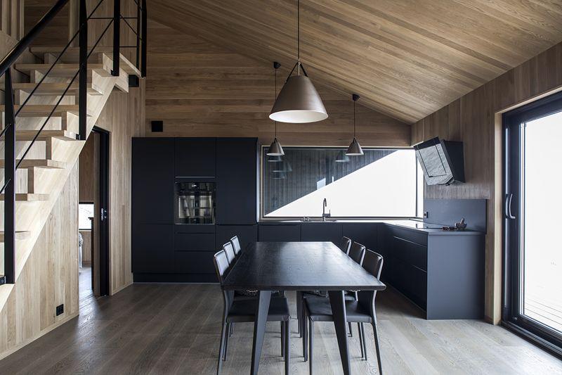 Cuisine et salle séjour - Hooded Cabin par Arkitektværelset - Norvege © Marte Garmann