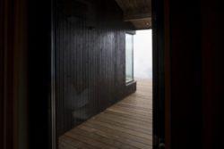 Entrée - Hooded Cabin par Arkitektværelset - Norvege © Marte Garmann