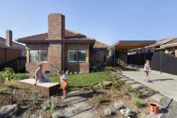 Façade jardin - Annexe par Bent - Australie © notapaperhouse