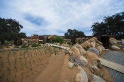 Façade jardin et pierres - House 8 par TAC Taller - Mexique, Vallee de Guadalupe © Humberto Romero