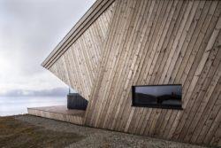 Façade lambris de chêne bois - Hooded Cabin par Arkitektværelset - Norvege © Marte Garmann