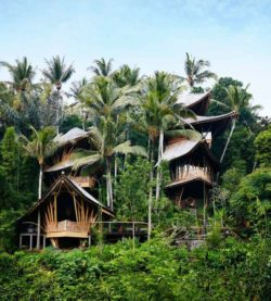 Façade principale - Ananda House par IBUKU - Abiansemal, Indonesie © Stephen Johnson
