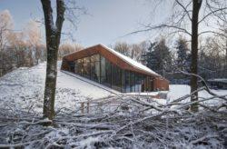Façade vitrée principale hiver - Dutch Mountain par Sanne Oomen - Goois, Hollande © oomenontwerpt