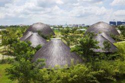 Maison en bambou avec toit en dôme au Vietnam © naturalbuildingblog