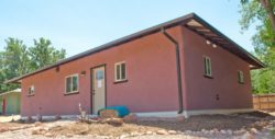 Façade principale - Straw-Bale-Homes par Community Rebuilds - Moab, USA © Community Rebuilds