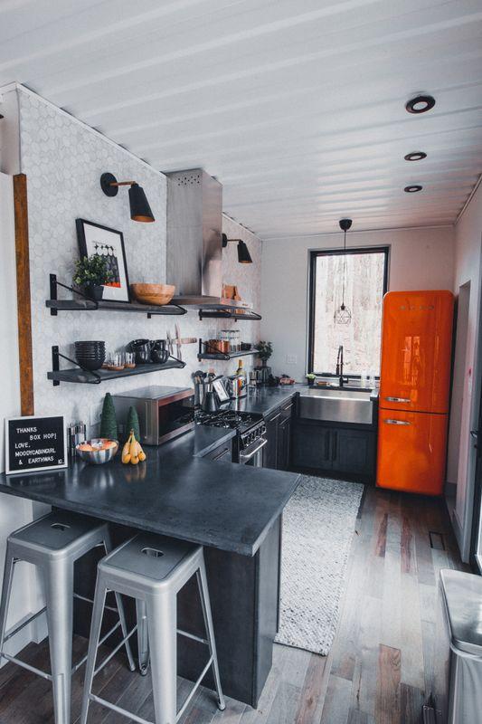 îlot central de cuisine - Box-Hop par Emily-Seth - Hocking Hills, Etats-Unis © Moody Cabin Girl