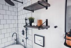 Etagère salle de bains - Box-Hop par Emily-Seth - Hocking Hills, Etats-Unis © Moody Cabin Girl
