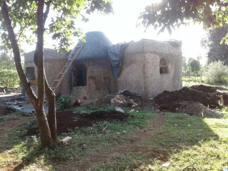 Extraction de la terre - Earthbag House par Francis Gichuhi - Kericho, Kenya