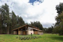 Façade jardin et plantes indigènes - Casa Lasso par RAMA Estudio - San Jose, Equateur © Jag Studio