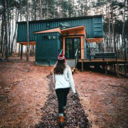 Façade principale - Box-Hop par Emily-Seth - Hocking Hills, Etats-Unis © Moody Cabin Girl