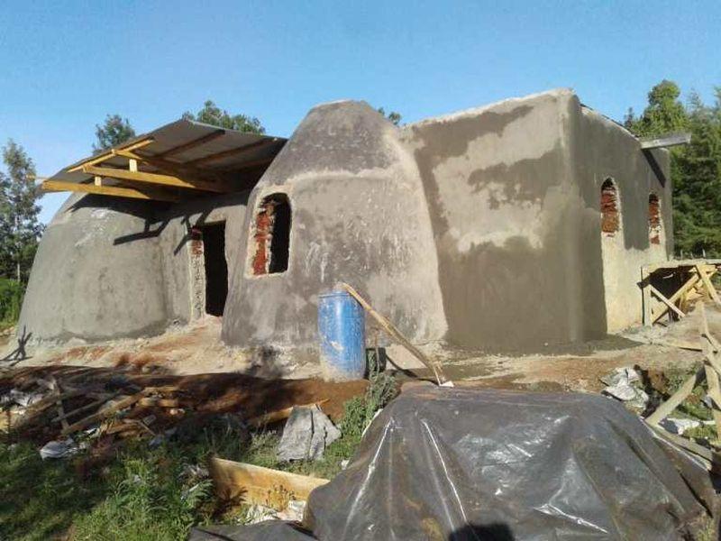 Façade sacs de terre - Earthbag House par Francis Gichuhi - Kericho, Kenya