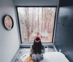 Grande baie vitrée chambre - Box-Hop par Emily-Seth - Hocking Hills, Etats-Unis © Moody Cabin Girl