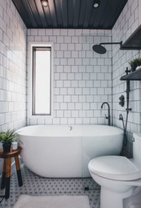 Salle de bains - Box-Hop par Emily-Seth - Hocking Hills, Etats-Unis © Moody Cabin Girl