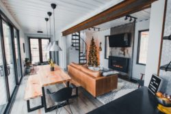 Salon et séjour - Box-Hop par Emily-Seth - Hocking Hills, Etats-Unis © Moody Cabin Girl