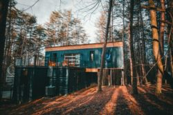 Superposition maison trois conteneurs - Box-Hop par Emily-Seth - Hocking Hills, Etats-Unis © Moody Cabin Girl