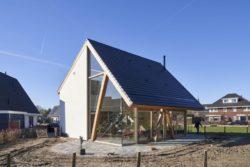 Toiture en V - Barnhouse par RVArchitecture - Werkhoven, Pays-Bas © Rene de Wit