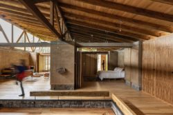 Vue chambre principale et salon - Casa Lasso par RAMA Estudio - San Jose, Equateur © Jag Studio