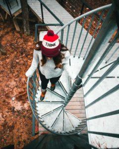 escalier sinusoïdal - Box-Hop par Emily-Seth - Hocking Hills, Etats-Unis © Moody Cabin Girl