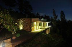 Balustrade bois accès Etage illuminé - maison-bio-climatique et semi-enterrée