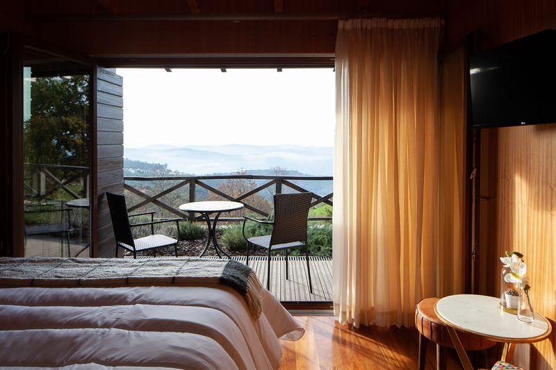Chambre et balcon - Country-House par Rui Filipe Veloso - Cinfaes, Portugal © Jose Campos