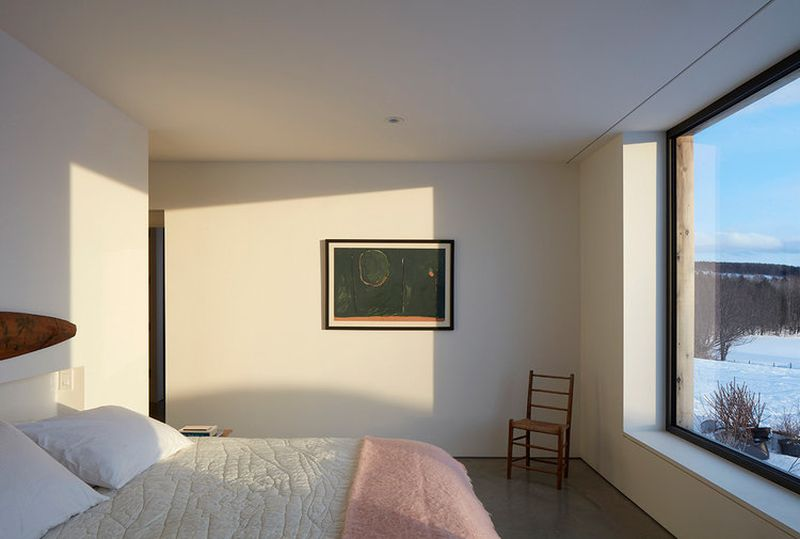 Chambre principale et grande baie vitrée - Hatley-House par Pelletier-Fontenay - Hatley, Canada © James Brittain