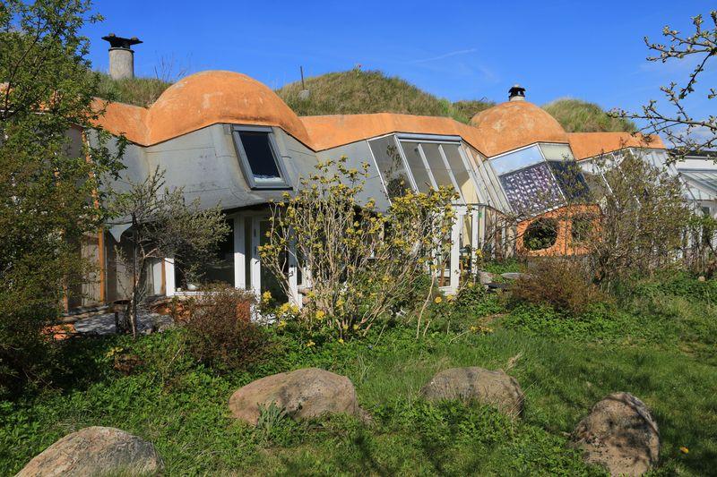 Des earthships dans le village Dyssekilde