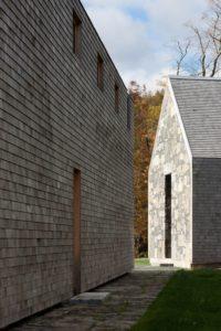 Façade bois et pierre grange et ferme - Woodstock Vermont Farm par Rick-Joy - Vermont, USA © Jean-Luc Laloux