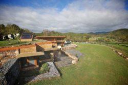 Toiture végétalisée et façade jardin - Earthship-Farmstead par Thomson and Broadbent - Virginie, USA