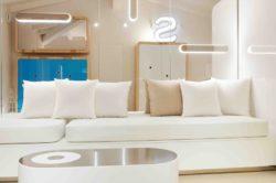 Canapé blanc salon - Float-boat par Simone Micheli - Puntaldia, Italie © Jurgen Eheim